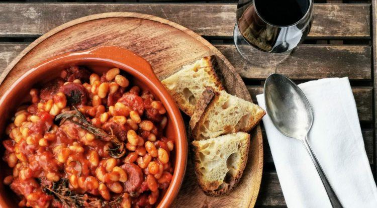 Spanischer Bohneneintopf mit Chorizo