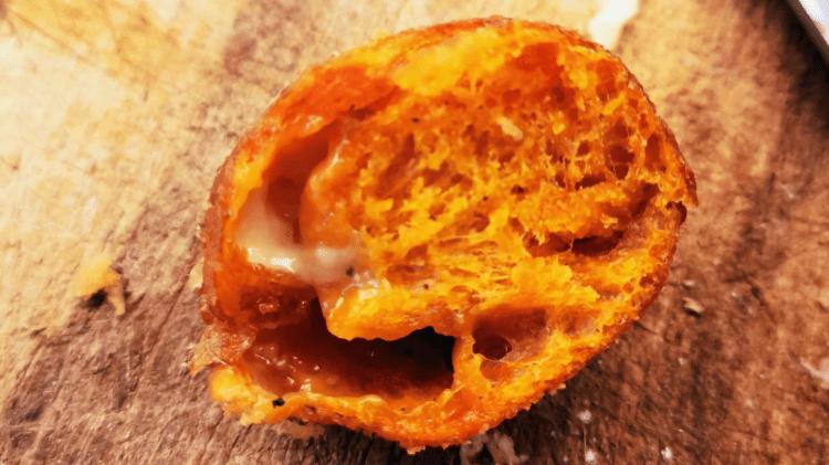 Mozzarella Baellchen im Teigmantel