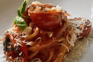 Spaghettoni alla Cracco - Nudeln in Tomatensoße vom Sternekoch