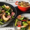 Brokkoli-Pfanne mit Garnelen und Rind mit einem Antipasti-Kartoffelgratin - leckere Raclette-Resteküche