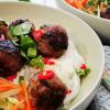 Bun Cha - vietnamesische Hackbällchen mit Reisnudeln und Nuoc Cham Sauce