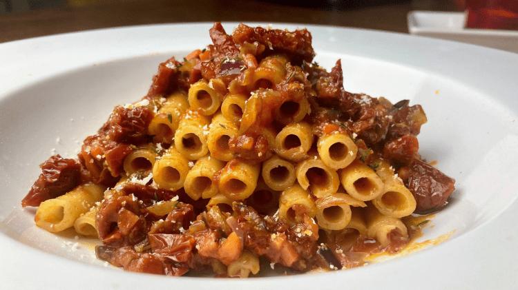 Ziti Tagliati con Pomodori secchi e Olive - Pasta mit getrockneten Tomaten und Oliven