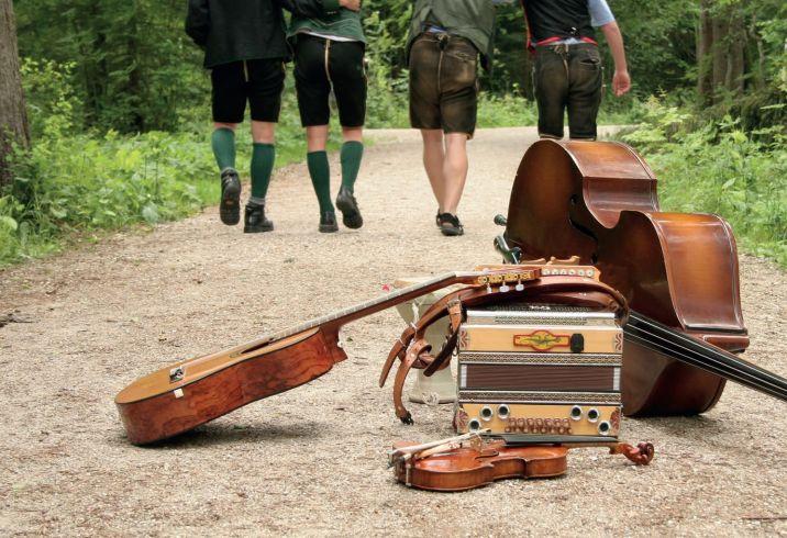 Sujet der musikalischen Straßenbahnfahrt im Rahmen von Hausmusi Roas der Festwochen Gmunden