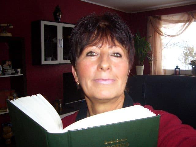 Bettina Szrama