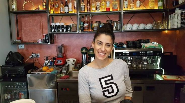 Η Νικολέτα σας περιμένει στο ατμοσφαιρικό Domino Cafe!!! (ΦΩΤΟ)