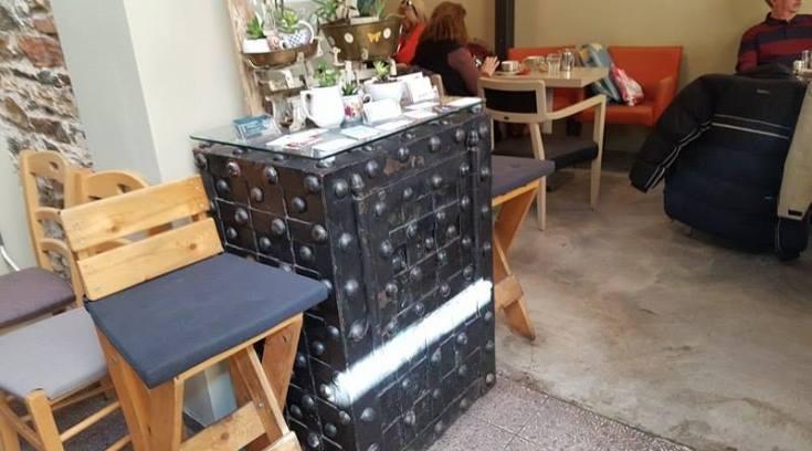 Το χρηματοκιβώτιο της Μπουμπουλίνας σε καφέ του Βόλου! (ΦΩΤΟ)