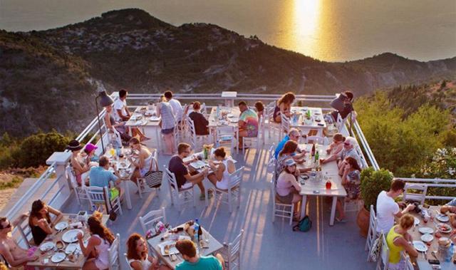 Σε αυτό το εστιατόριο τρως ανάμεσα στα σύννεφα!!! ΔΕΣ μαγικές φώτο!