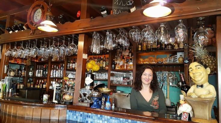Η Μαριλένα σε περιμένει σ ένα καφέ βγαλμένο από…άλλη εποχή! (ΦΩΤΟ)