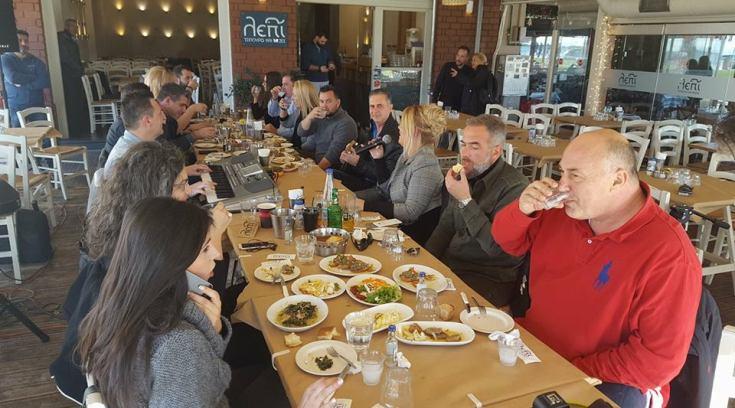 Mπέος και συνεργάτες για μεσημεριανό τσίπουρο!