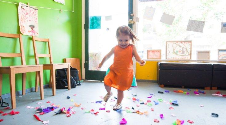Σε ποιους και πότε θα αρχίσει να καταβάλλεται επίδομα 2.000 ευρώ για κάθε παιδί