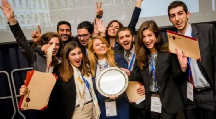 Πρωταθλήτρια Κόσμου η Νομική Αθηνών – Ξεπέρασε το Χάρβαρντ!