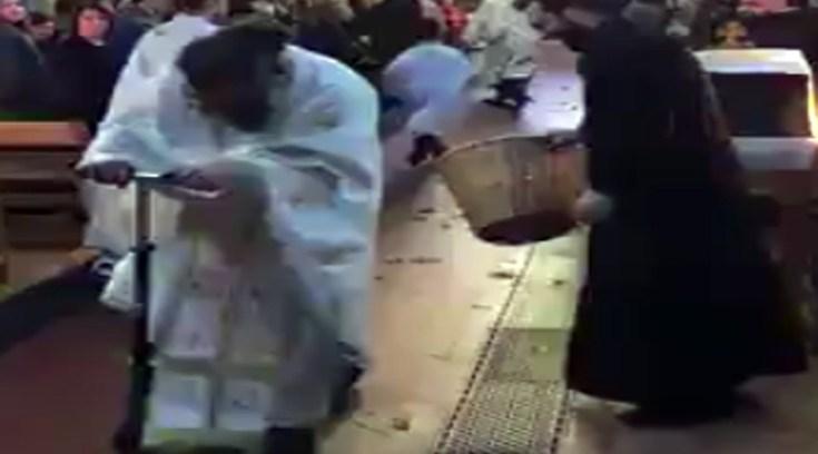 Παπάς με πατίνι μέσα στην εκκλησία! Πολύ γέλιο… Δες!