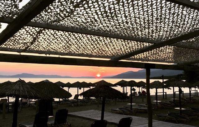 Άνοιξε ένα από τα καλύτερα Beach Bar της πόλης μας!