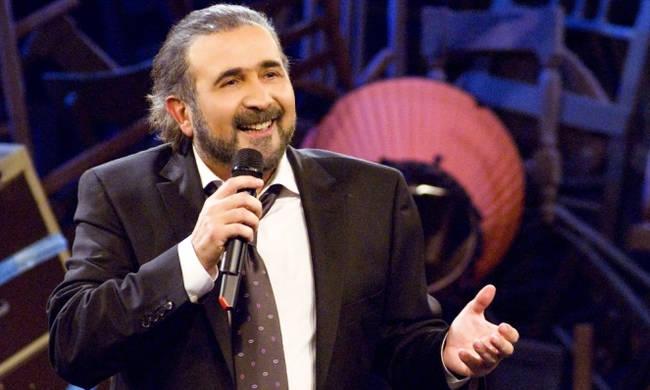 ΤΩΡΑ: Ο Λαζόπουλος πίνει τσίπουρο στον Βόλο…
