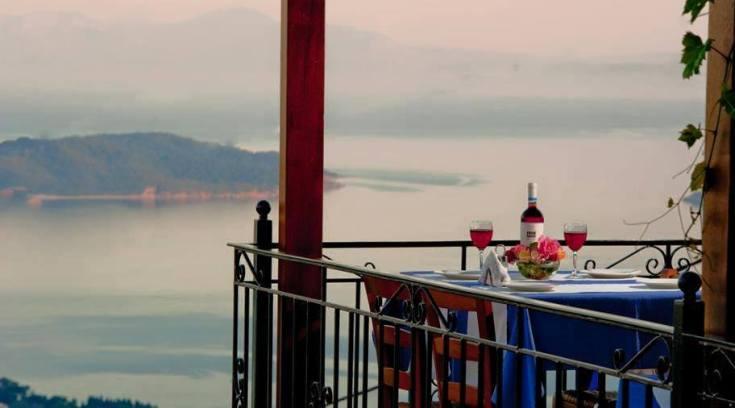 Βολιώτη, νιώσε την εμπειρία να τρως «κρεμασμένος» πάνω από τη θάλασσα!