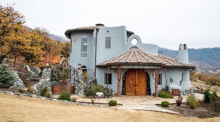 Aυτό το σπίτι μοιάζει συνηθισμένο, κρύβει όμως ένα παραμυθένιο μυστικό!