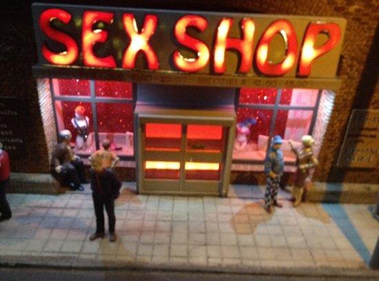 Στην Ιωλκού ανοίγει το νέο Sex Shop της πόλης…