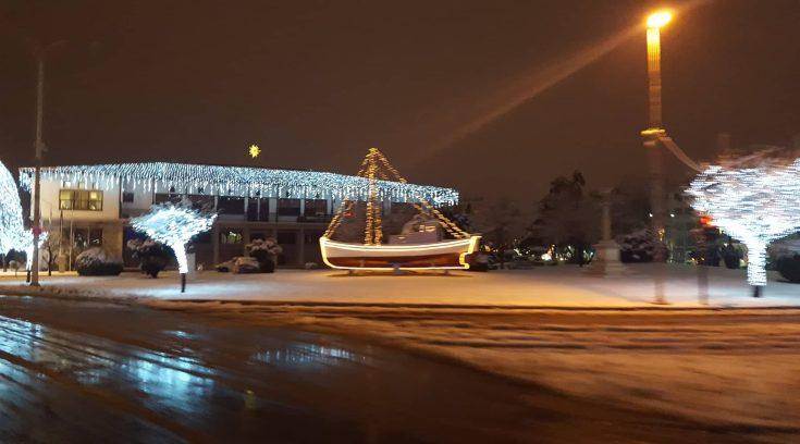 Πανέμορφο το Δημαρχείο μας στα λευκά! (ΦΩΤΟ)