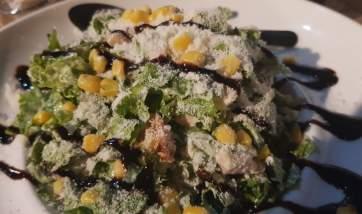 Που θα φας τις πιο μεγάλες, νόστιμες και περίεργες σαλάτες; Θα σου πω!