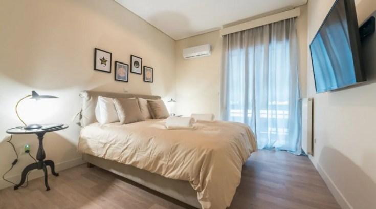 Ιδιοκτήτες Airbnb στην Ελλάδα παρέχουν δωρεάν φιλοξενία σε γιατρούς και νοσηλευτές