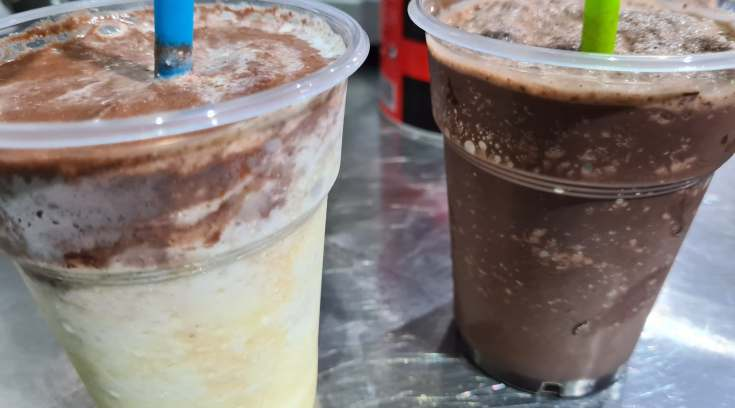 Frozen λευκή, γάλακτος και μαύρη σοκολάτα, λες και πίνεις παγωτό ΜΟΝΟ 1,50 ευρώ!