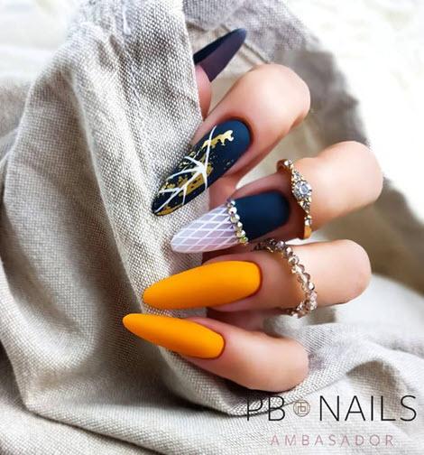 Vacker och fashionabel manikyr