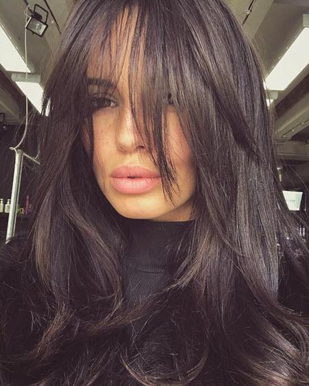 Corte de cabelo cascata para o volume natural do cabelo
