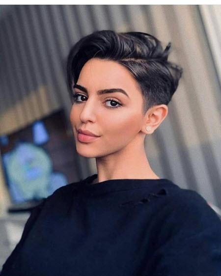 Pixie de corte de cabelo no cabelo curto