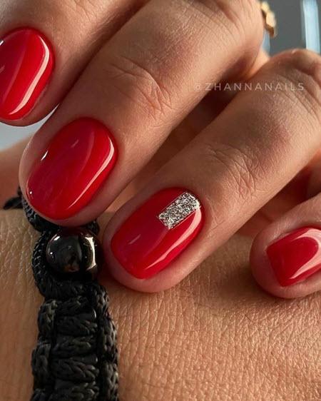 Manicure vermelho com lantejoulas