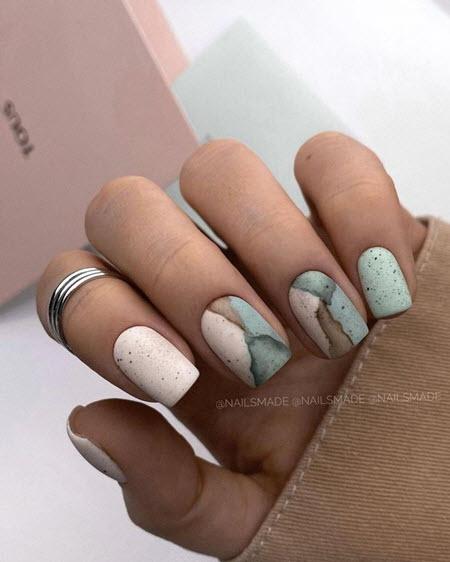 Manicure abstrata