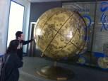 Globo con el mapa de la ciudad de Kharkiv