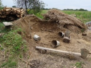 Cavar y cavar, montones de cubos de tierra que llenar.
