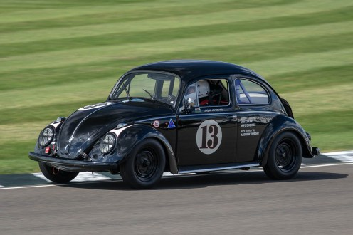 @drewpritchardantiques raggin' his @wpsengines prepaired 58 Beetle round Woodcote corner, Goodwood Revival.