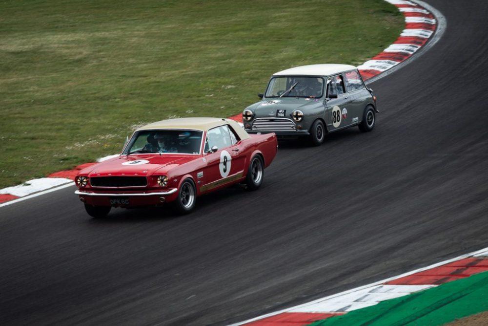 Red Mustang racing a Grey Mini