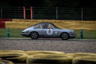Side shot of Porsche 911