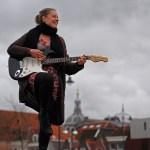 Tekst, gitaar & melodie; de klei van liedjesmaker Rian