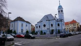 """Die """"Blaue Kirche Bratislava"""" – ein Flair von Hundertwasser und Gaudi in Bratislava"""