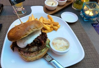Burger im Restaurant im Radisson Blu in Bremen