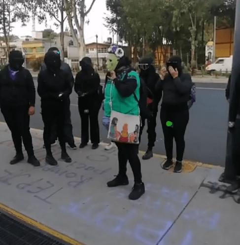 Feministas protestando en el TEPJF