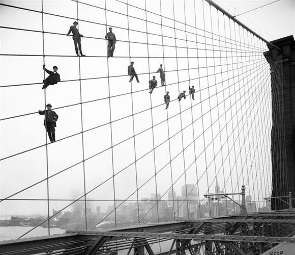 NYC Department of Records - Trabalhadores suspensos na Brooklyn Bridge 1914