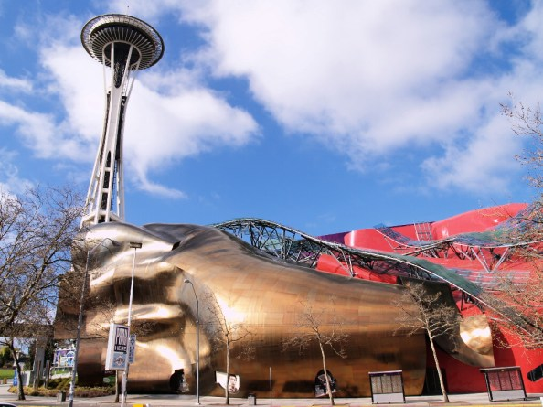 O futurista EMP e a Space Needle ao fundo