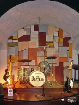 Palco do Cavern Club remontado no Beatles Story