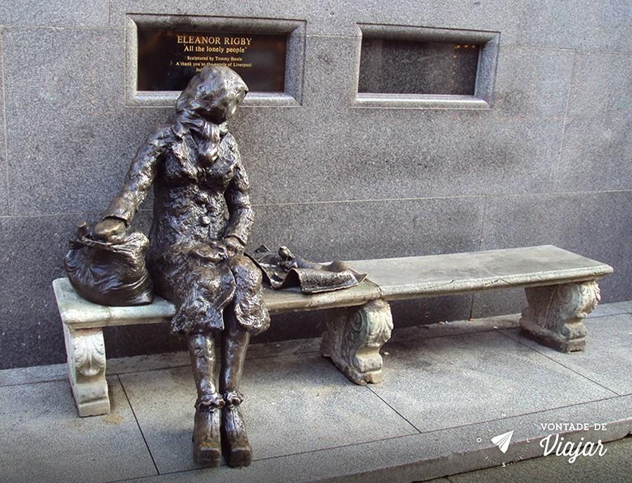 """Perto dali, na Stanley Street, está a estátua de Eleanor Rigby - essa, sim, representa a personagem e """"all the lonely people"""""""