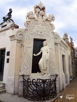 cemiterio-da-recoleta-a-dama-de-branco