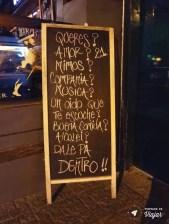 Placa no bar 21, na Av. Luís Alberto Herrera