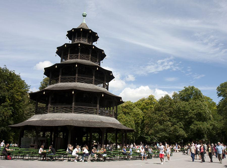 Beerhalls em Munique - Beer Garden na Torre Chinesa - foto Nathan Rupert