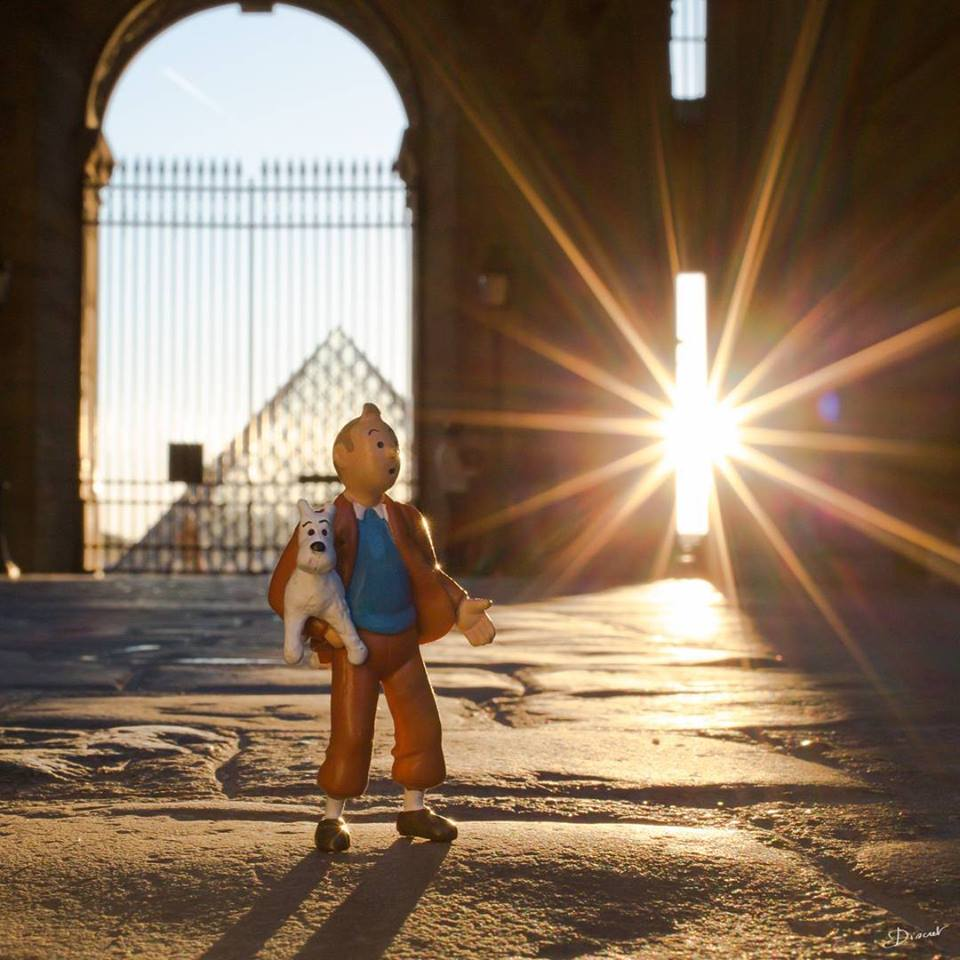 Discret - Tintin no Louvre - Toy Photography em Paris