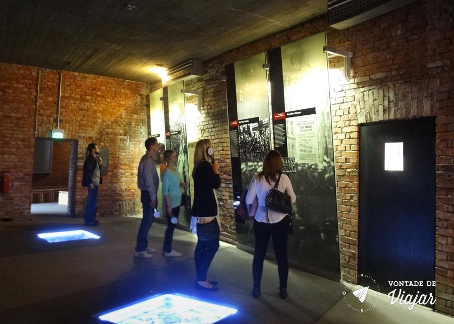Centro de Documentacao de Nuremberg - Audioguia na exposicao