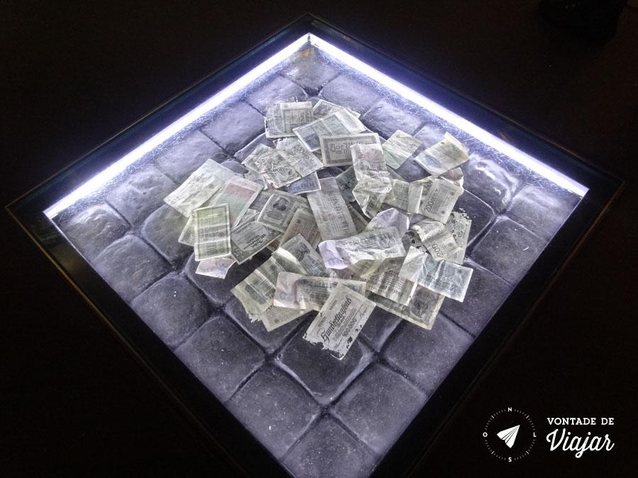 Centro de Documentacao de Nuremberg - Marcos alemaes - a moeda completamente desvalorizada