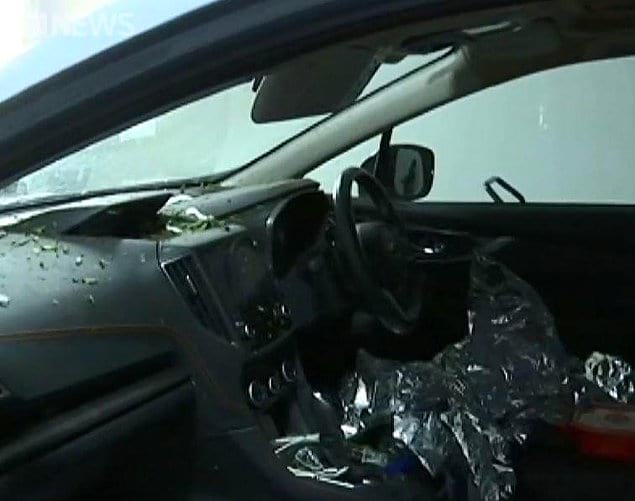 Когда шторм усилился, Фиона положила ребенка на пол рядом с водительским сидением и закрывала его своим телом от града.